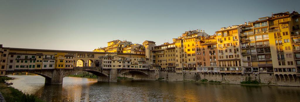 Sun rise at Ponte Vecchio